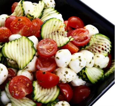 Salade de Tomates Cerise, Gaufrettes de Courgettes et Mozzarella